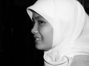 Tips Memakai Jilbab Yang Anggun Dan Chic